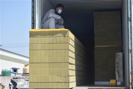 彩钢岩棉夹芯板规格 彩钢岩棉夹芯板价格