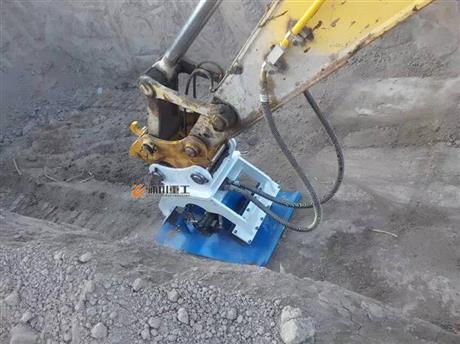 挖掘机夯实器多少钱 挖掘机夯实器图片