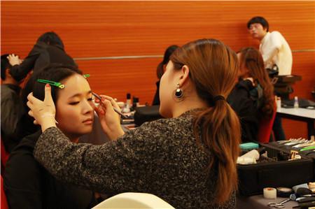 化妆盘头学校哪家好 化妆盘头学校学费多少