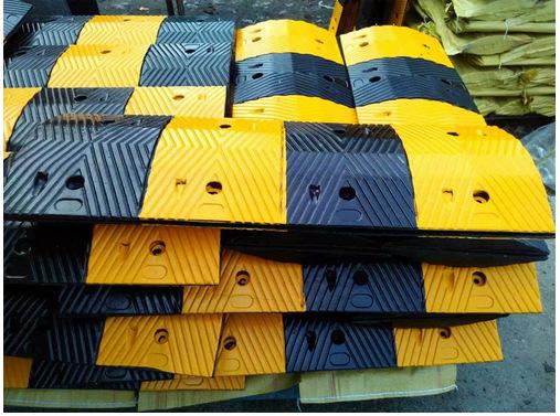 橡胶减速带一米多少钱 橡胶减速带价格和厂家